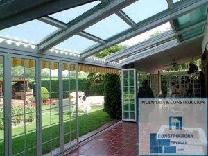 Cubiertas de policarbonato para patios piscinas azoteas for Cubiertas para garajes